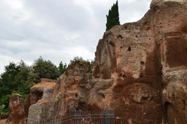 La roca tarpeiana se ha deteriorado con los años. (CC BY-NC-SA 2.0)