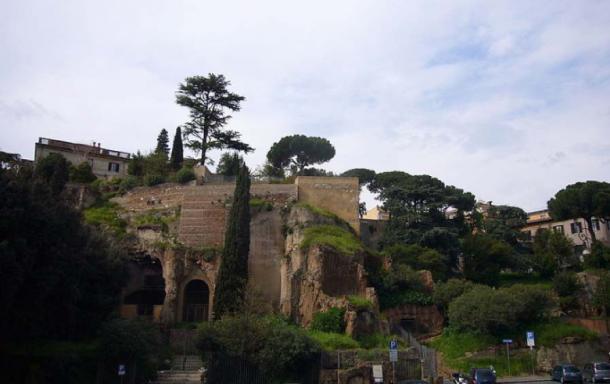 La roca Tarpeya y sus alrededores, tal como apareció en 2008. (CC BY-SA 4.0)