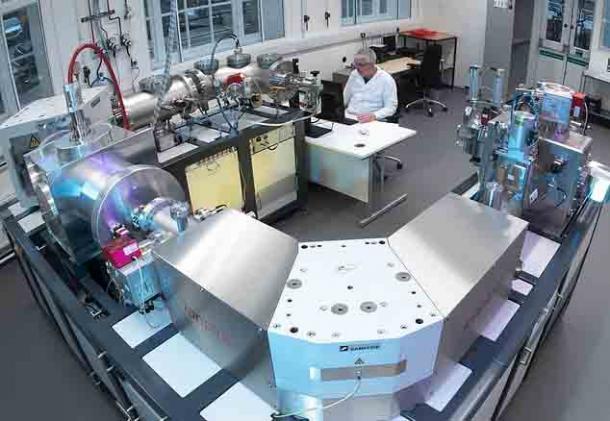 La Unidad Aceleradora de Radiocarbono de Oxford, que utiliza lo último en datación por radiocarbono, puede utilizar aminoácidos como material de origen. (Unidad Aceleradora de Radiocarbono Oxford)