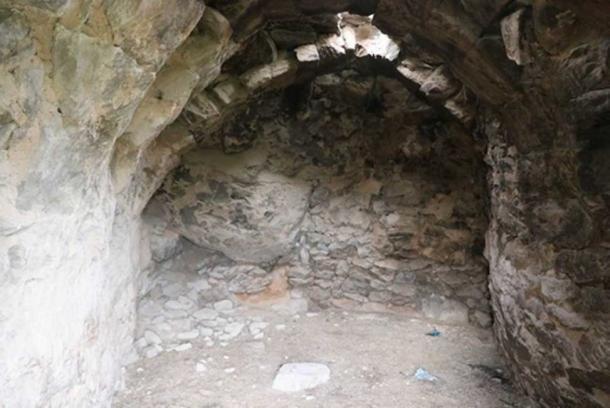 Las tallas fueron encontradas en un granero que había sido utilizado para el ganado. (Yücel Şenyurt / Fair Use)