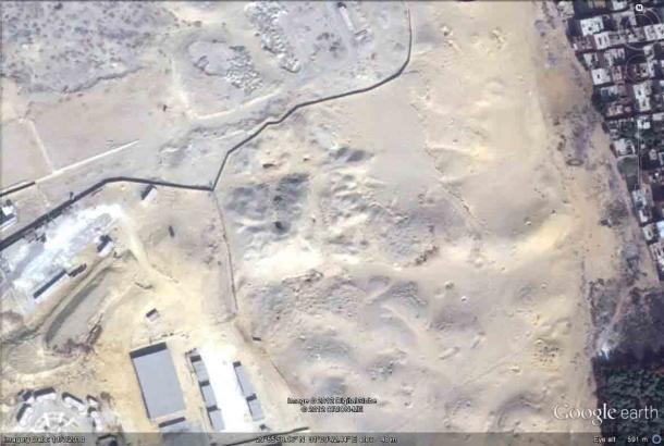 La Pirámide de capas se encuentra en un área designada como zona militar restringida en 1970. (Google Earth / Alan Fides)