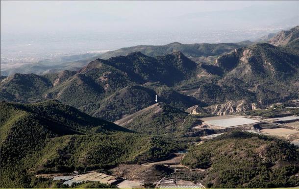 Ubicación del sitio de La Bastida de El Argar entre las cadenas montañosas de Espuña y La Tercia en España. (ALGUNOS, UAB / PLOSONE)