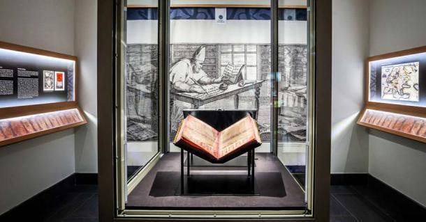 Después de su largo viaje, el Codex Argenteus, o Biblia de Plata, ahora se guarda en la Biblioteca de la Universidad de Uppsala revestido de vidrio a prueba de balas. (Biblioteca de la Universidad de Uppsala)