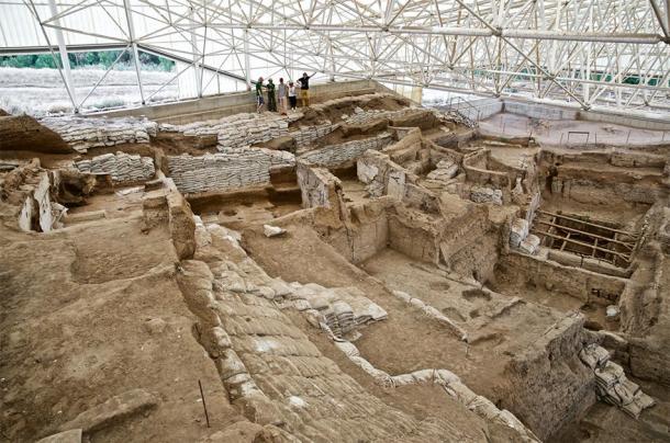 Mirando hacia abajo sobre la excavación sur de Çatalhöyük, temporada previa a 2015. (Proyecto de investigación Çatalhöyük / CC BY-NC-SA 2.0)