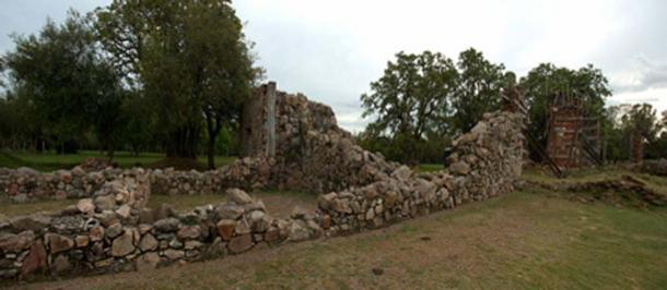 Los muros en ruinas de Calera de las Huérfanas (Fedaro / CC BY-SA 3.0)