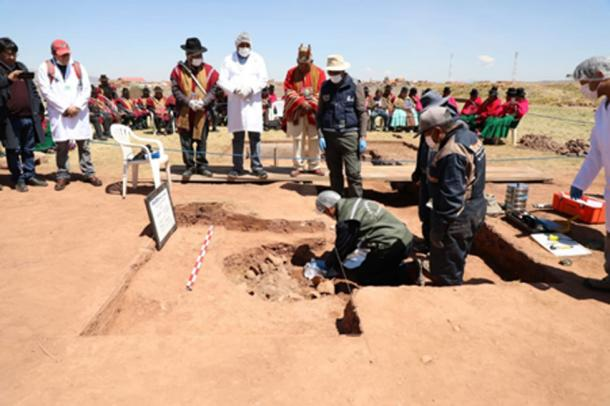Los recipientes fueron enterrados dentro de las ruinas del templo Kalasasaya. (Ministerio de Culturas y Turismo de Bolivia / Facebook)