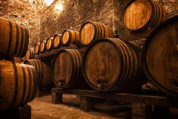 Los sacerdotes ricos típicamente tendrían grandes bodegas de vino de Commandaria. (Shchipkova Elena/ Adobe)
