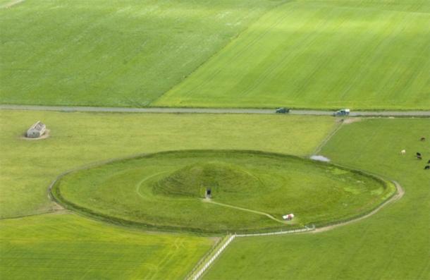 Maeshowe desde el aire. (Scotswiki)
