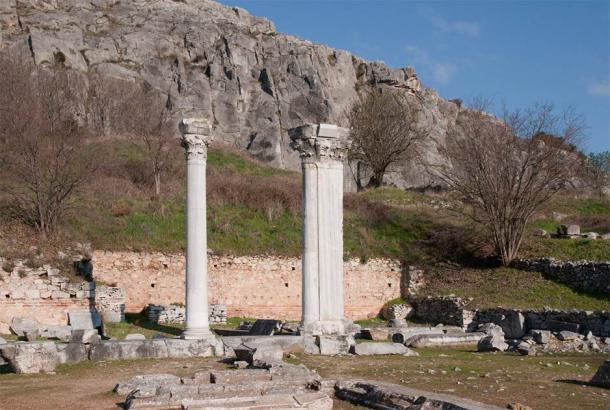 ¿Podrían ser estas las dos columnas mágicas en la historia de Filipos sobre la batalla de magos? Son solo un ejemplo de muchas de esas columnas que se encuentran en esta antigua ciudad. (MrPanyGoff / CC BY-SA 3.0)