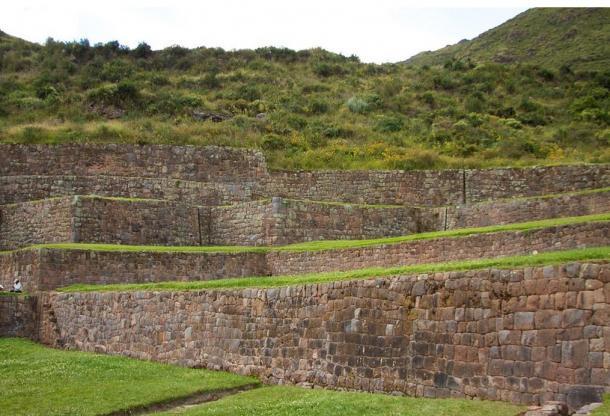 Las terrazas de muchos niveles de Tipón, sitio Agrícola Inca.