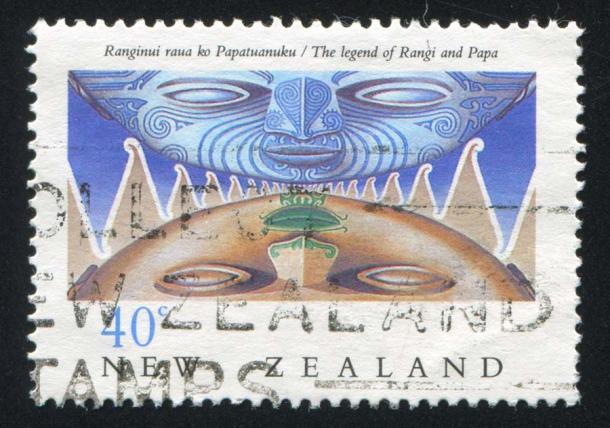 El mito de la creación maorí incorpora la historia de Rangi y Papa que son destrozados por los esfuerzos de sus hijos atrapados en el medio. En su rabia, su hijo Tāwhirimātea, miró al cielo y se convirtieron en las constelaciones, incluida la constelación de Matariki, cuya aparición marca el final del invierno y la llegada del Año Nuevo maorí. (rook76 / Adobe Stock)