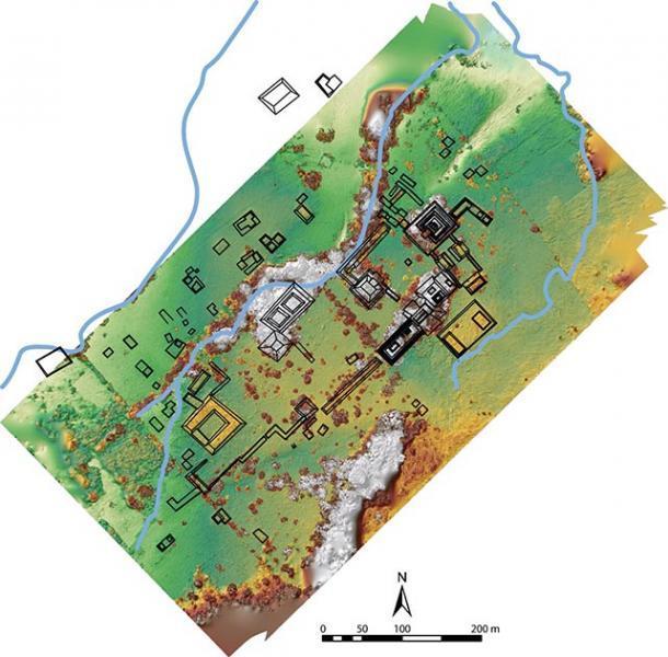 Un mapa del sitio de excavación. La estructura en forma de herradura a la izquierda es el área del palacio. En el extremo derecho, en el centro, se encuentra la Plaza de los Monumentos. (Imagen cortesía de Charles Golden / Journal of Field Archaeology)