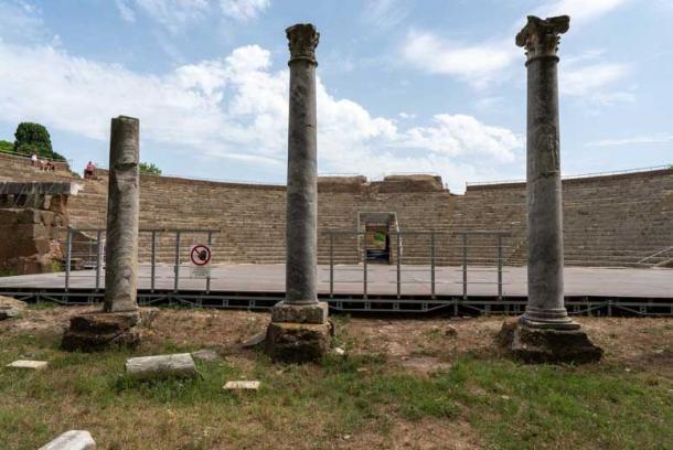El mármol de los monumentos de Ostia Antica fue tomado por constructores medievales para ser reutilizado. (Ioannis Syrigos)