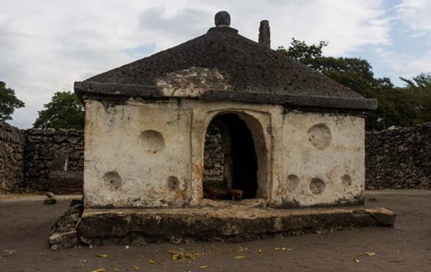 Mausoleo de Kaole (CC BY 3.0)