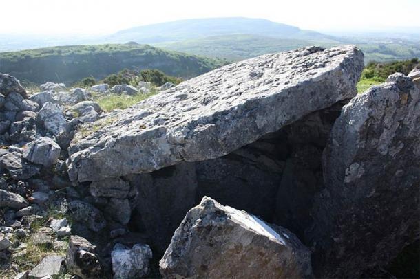 Una tumba de paso megalítica en Carrowkeel es una de varias que ha sido dañada en las últimas semanas. (Shane Finan / CC BY-SA 4.0)
