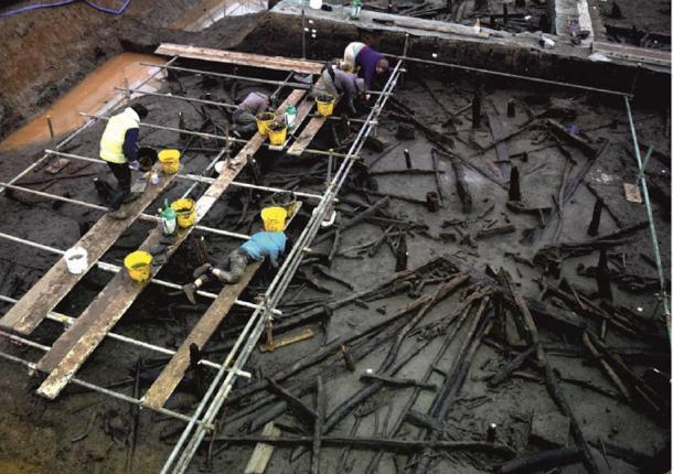 Metodología de excavación: plataforma de andamio sobre la estructura 1. (D. Webb)