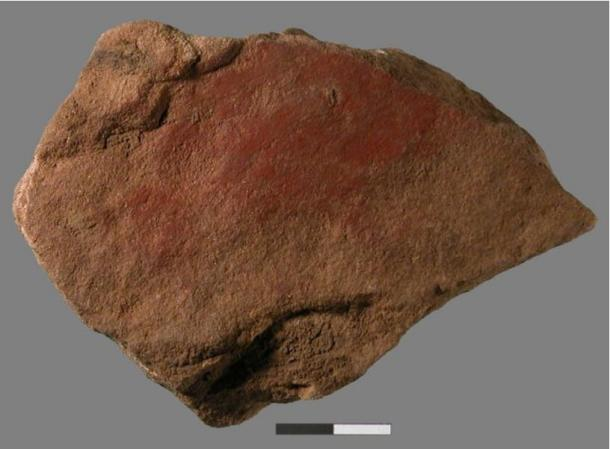 Un equipo internacional de investigación liderado por la Universidad de Colorado en Boulder y la Universidad del Witwatersrand de Johanesburgo, Sudáfrica, descubrió una pintura a base de leche y ocre en una pequeña lámina de piedra que data de unos 49 000 años