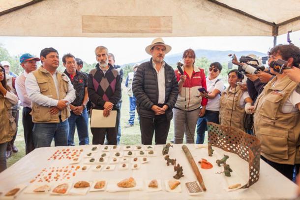 """El Ministro de Cultura llama al hallazgo un """"descubrimiento extraordinario"""". (DDC Cusco)"""