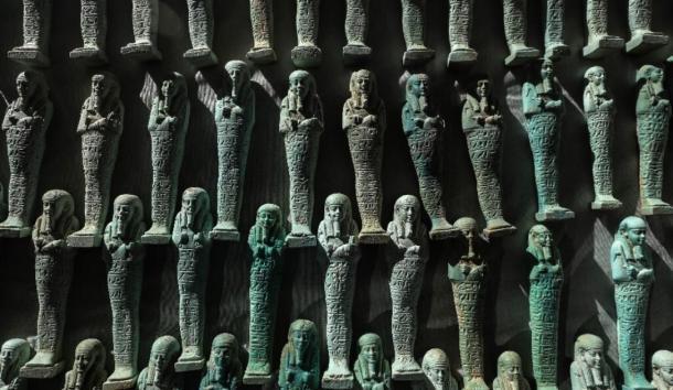 El ministerio encontró 10,000 ushabti azules y verdes en las tumbas. (Ministerio de Antigüedades egipcias)