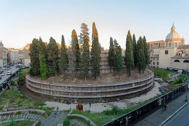 Después de años de mal uso y de ser tomada por la naturaleza, la tumba de Augusto se cerró al público hace más de catorce años. Ahora ha sido rehabilitado gracias a una costosa inversión. (TIMnewsroom / CC BY 2.0)