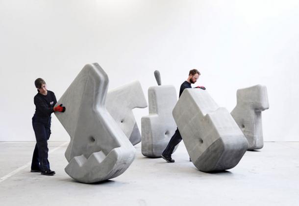 Los científicos del MIT mueven a mano bloques de 25 toneladas. Crédito: Brandon Clifford y Johanna Lobdell en colaboración con Davide Zampini — CEMEX Global R&D