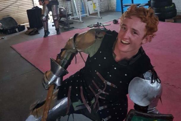 Mitch Toohey fue herido en una batalla simulada. (Facebook)