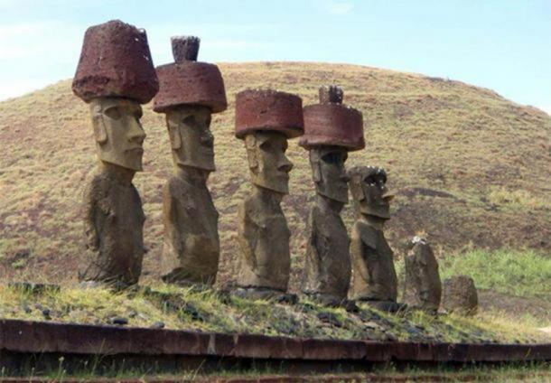 Estatuas Moai de la Isla de Pascua con Pukao (CC BY NC ND 2.0)