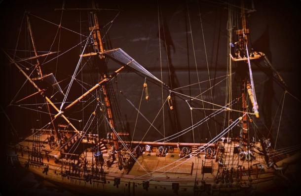 Un modelo del barco Whydah que se hundió en Cape Cod en 1717 con el capitán Sam Bellamy a bordo. Los restos del pirata recientemente recuperados podrían incluir su esqueleto. Fuente: jjsala / CC BY 2.0