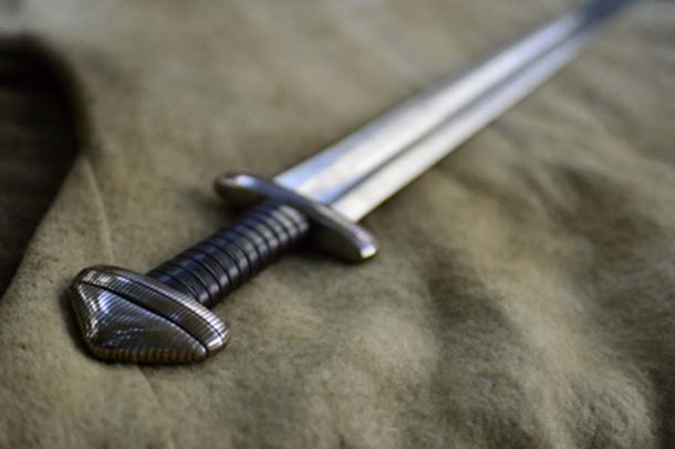 Moderna réplica de espada vikinga tipo H. (radekprocyk / Adobe Stock)