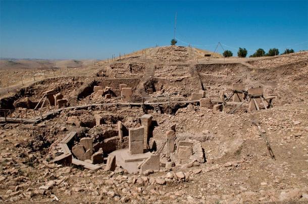 El enorme montículo de tierra de Göbekli Tepe en el sureste de Turquía, a 30 minutos en coche de la ciudad de Şanlıurfa, donde se descubrieron recientemente las tumbas de piedra de la Edad de Piedra. (Teomancimit / CC BY-SA 3.0)