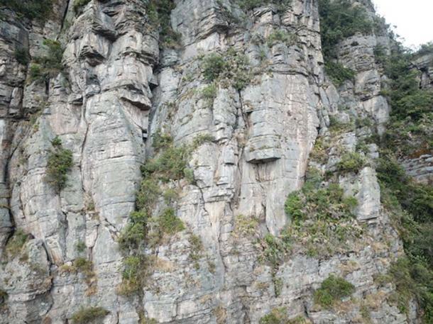 Muchas caras posibles son visibles en los acantilados de Peña de Juaica.