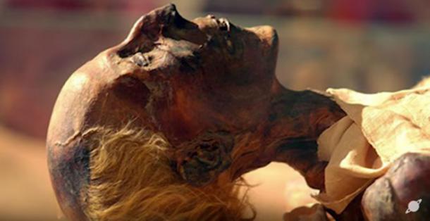 Momia de la dinastía XIX Rey Ramsés II con cabello rubio rojizo. (Captura de pantalla de YouTube)
