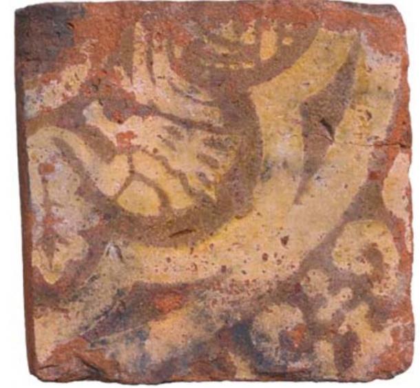 El azulejo de la bestia mítica que se encuentra en el sitio del pozo negro. (MOLA)