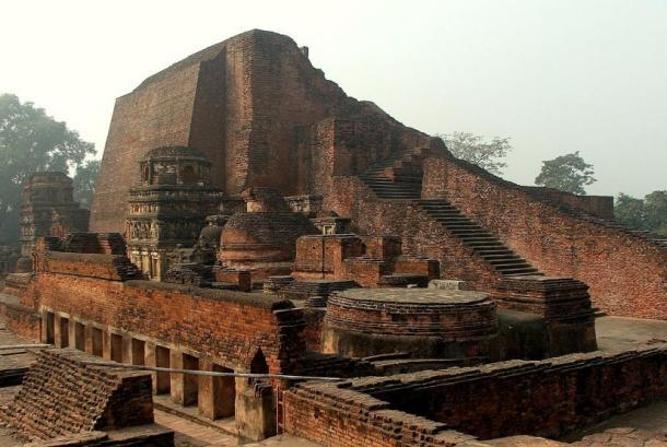 Nalanda es considerada una de las primeras grandes universidades en la historia registrada. Alcanzó su altura bajo el Palas. (CC BY-SA 2.5)