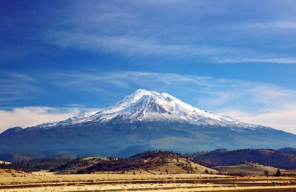 Vista del nevado Monte Shasta. (Joyce Marrero/ Adobe Stock)