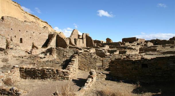 El muro norte y el bloque de habitaciones de Pueblo Bonito, la más grande de las grandes casas en el Cañón del Chaco. Pueblo Bonito es considerado ampliamente como el centro del mundo chaqueño. (Foto: Thomas Swetnam)