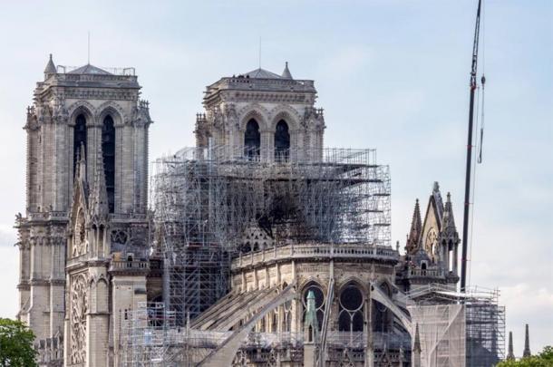 Catedral de Notre Dame, trabajo de refuerzo en progreso después del incendio, para evitar el colapso de la catedral. (UlyssePixel / Adobe Stock)