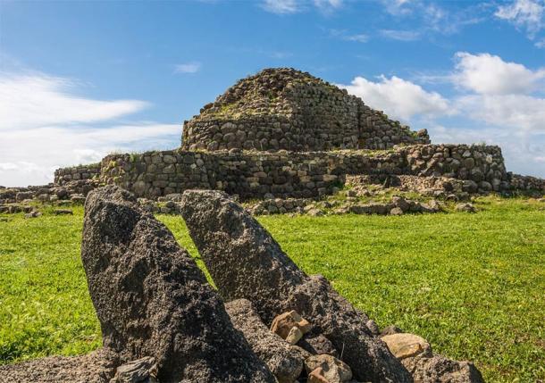 Nuraghe 'Su Nuraxi' en Barumini, Cerdeña, Italia, declarado Patrimonio de la Humanidad por la UNESCO (lorenza62 / Adobe Stock)
