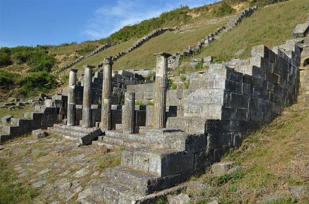 El ninfeo, o fuente monumental, en la antigua ciudad griega de Apolonia en Albania, se alimentaba de fuentes de agua subterráneas. (Carole Raddato / CC BY-SA 2.0)