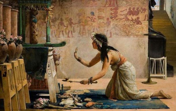 """""""Las Obsequias de un Gato Egipcio"""" de John Reinhard Weguelin, 1886. Una sacerdotisa ofrece obsequios de comida y leche al espíritu de un gato. (Dominio publico)"""