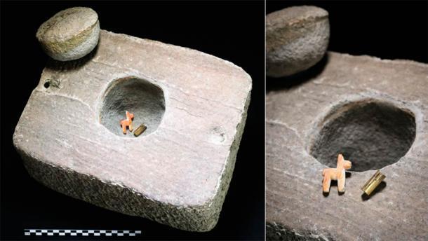 La oferta dentro de su caja: un brazalete de oro en miniatura y una llama o alpaca en miniatura (T. Seguin, Université libre de Bruxelles / Antiquity Publications Ltd)