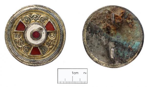 Este broche adornado fue probablemente un regalo de la familia real de Kent. (Imagen: Canterbury Trust)