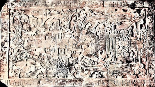La losa de 5 toneladas de sarcófagos de Pakal en su cripta en Palenque. (© georgefery.com / Autor suministrado)