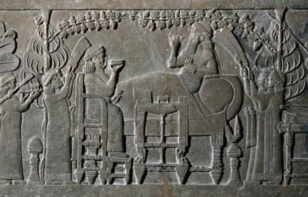 """Panel de socorro """"La escena del banquete"""", 645BC-635BC. Crédito: El Museo Británico."""