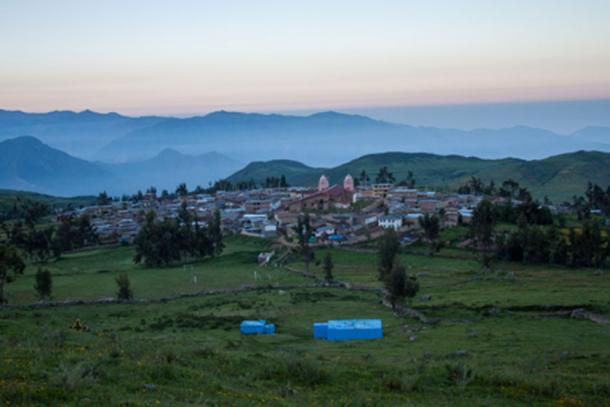 Vista panorámica de la comunidad de Huamantanga en los Andes centrales, donde se encuentra el sistema de infiltración pre-inca. La ciudad de Lima se ubicaría río abajo en el fondo del horizonte. Créditos: Junior Gil-Ríos, CONDESAN, 2014.