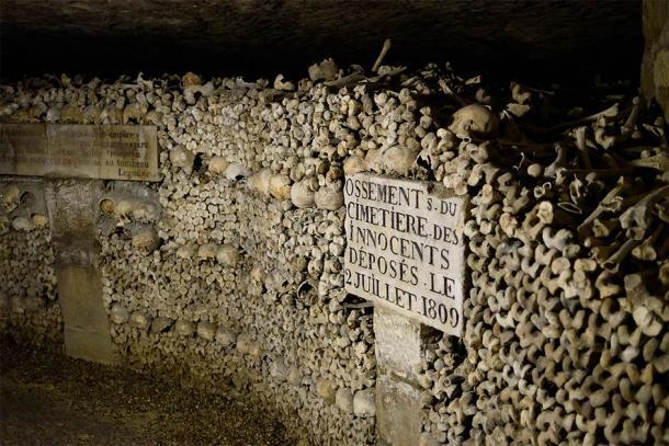 Las catacumbas de París donde supuestamente fueron enterradas las víctimas del Reino del Terror. (Joe deSousa / CC0)
