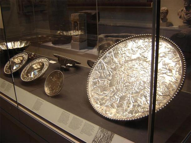 Parte de la colección del tesoro Mildenhall de 34 piezas en el Museo Británico. (Yo, Estel / CC BY-SA 3.0)