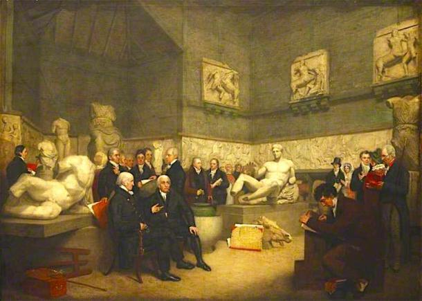 Los mármoles del Partenón en una sala temporal de Elgin en el Museo Británico rodeada por personal del museo, un administrador y visitantes en 1819. (Understat / Public Domain)