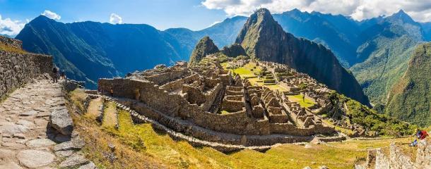 El increíble sitio de Machu Picchu en Perú, que reabrió a los turistas a principios de noviembre de 2020 después de estar cerrado al público durante 8 meses. Fuente: vitmark / Adobe Stock