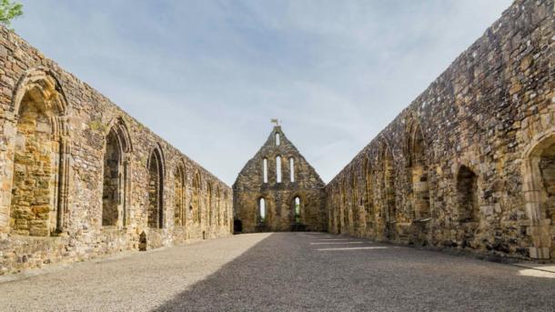 Foto del interior de Battle Abbey en Battle, Sussex, Reino Unido, donde se encontró la antigua lista de reliquias que incluía el hueso de Santa. Fuente: HildaWeges / Adobe Stock